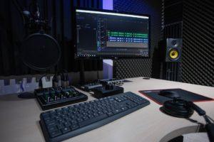 Příprava studia a doplnění potřebné techniky pro redakci